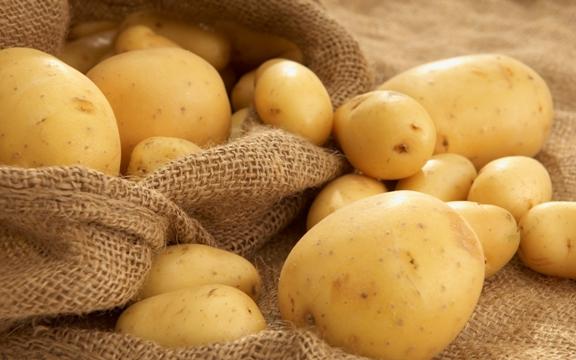 Клубни картофеля Ривьера