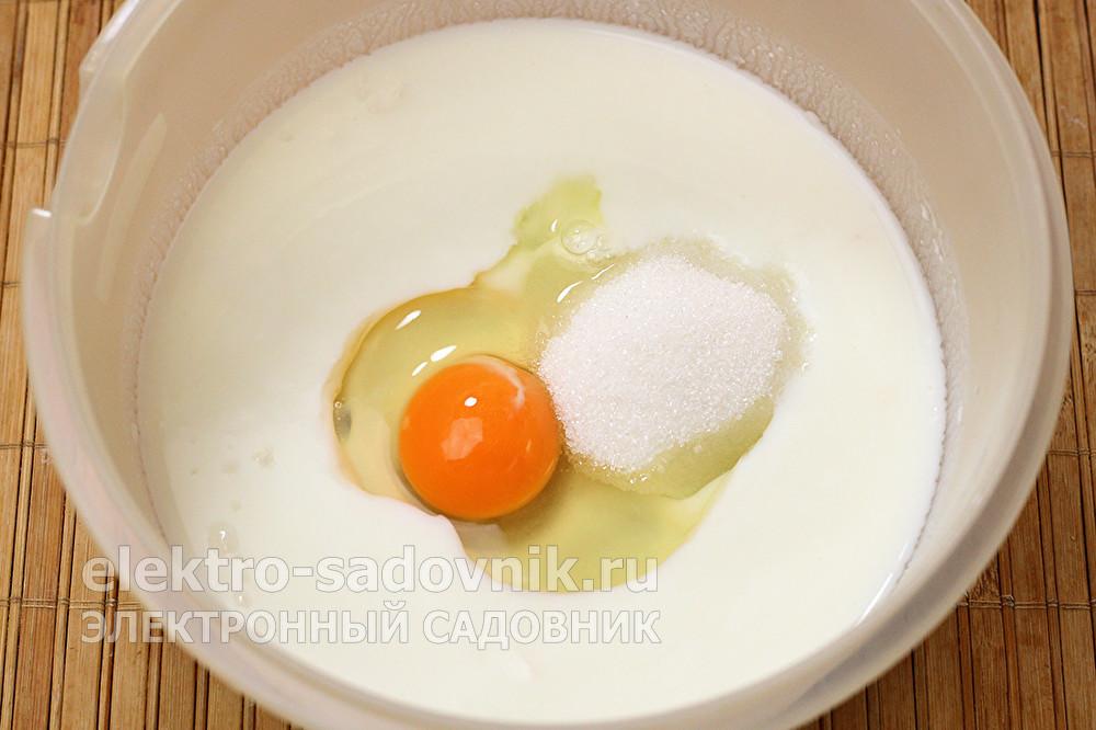 смешать яйцо сахар и кефир