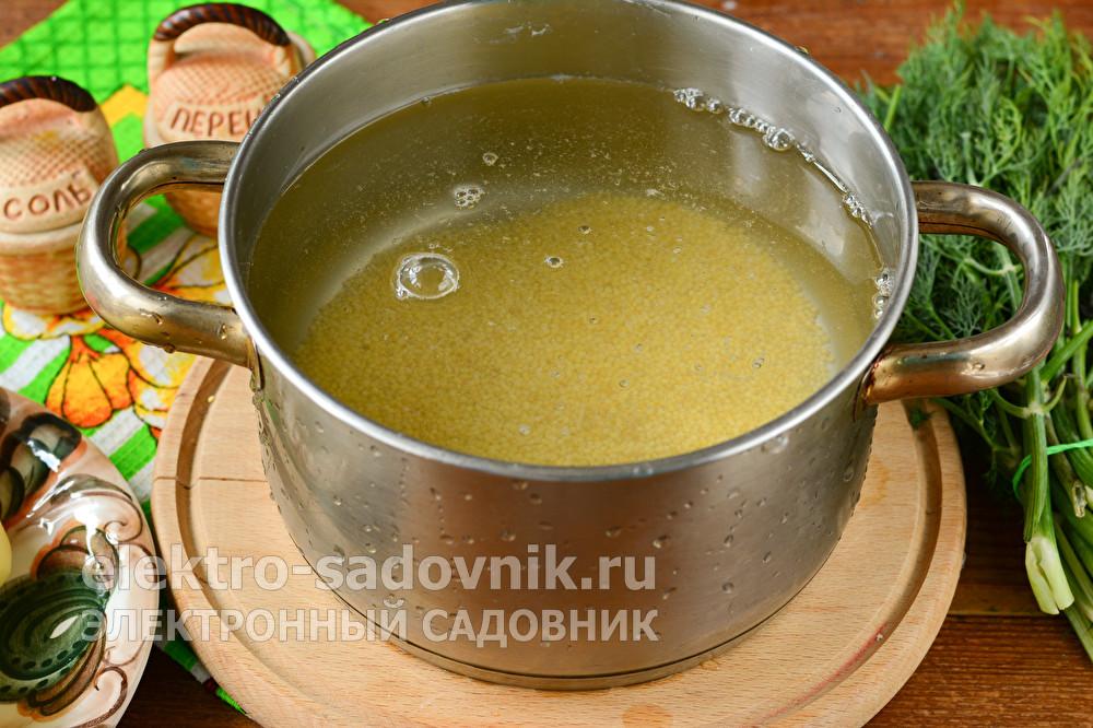 Суп полевой из пшена и шкварок