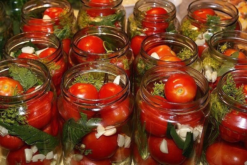 Что делать, чтобы не трескались помидоры при консервировании
