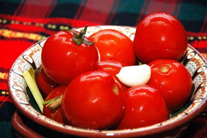 целые консервированные помидоры
