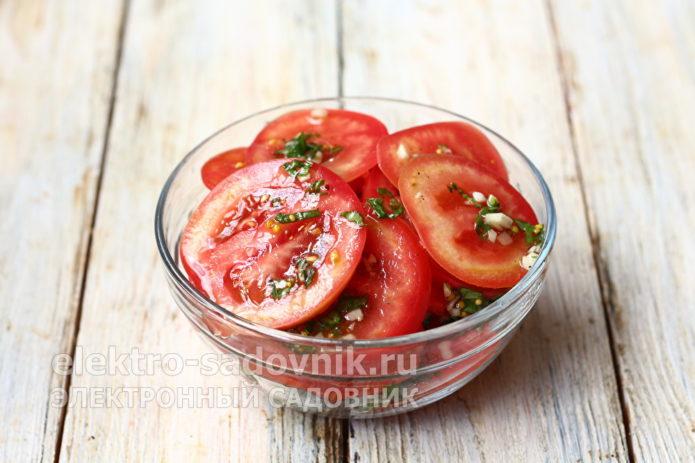 соединить маринад с овощами