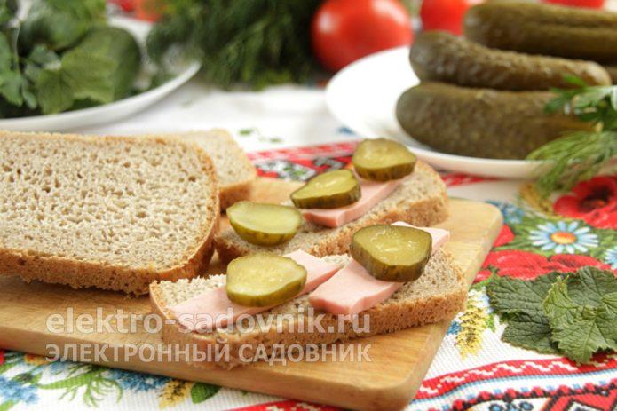 бутерброд с огурцами