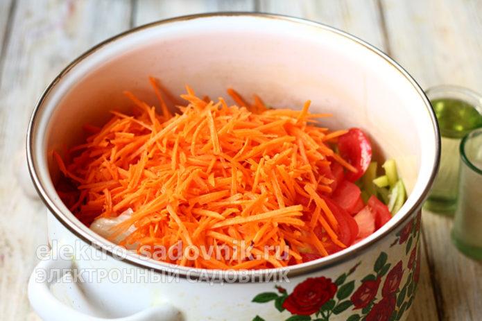 овощи сложить в кастрюлю