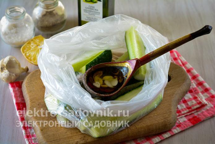 полить оливковым маслом