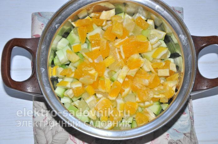 добавить нарезанный апельсин
