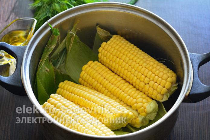 сложить вымытые листья кукурузы