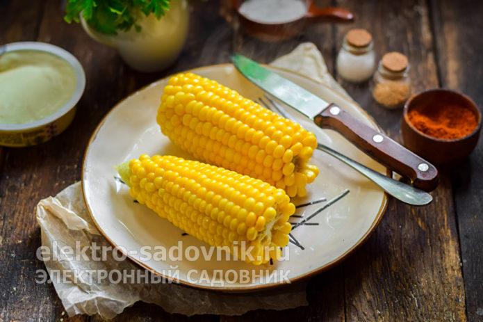 достать кукурузу из воды