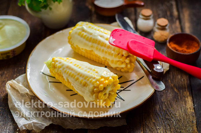 смазать плавленым сыром