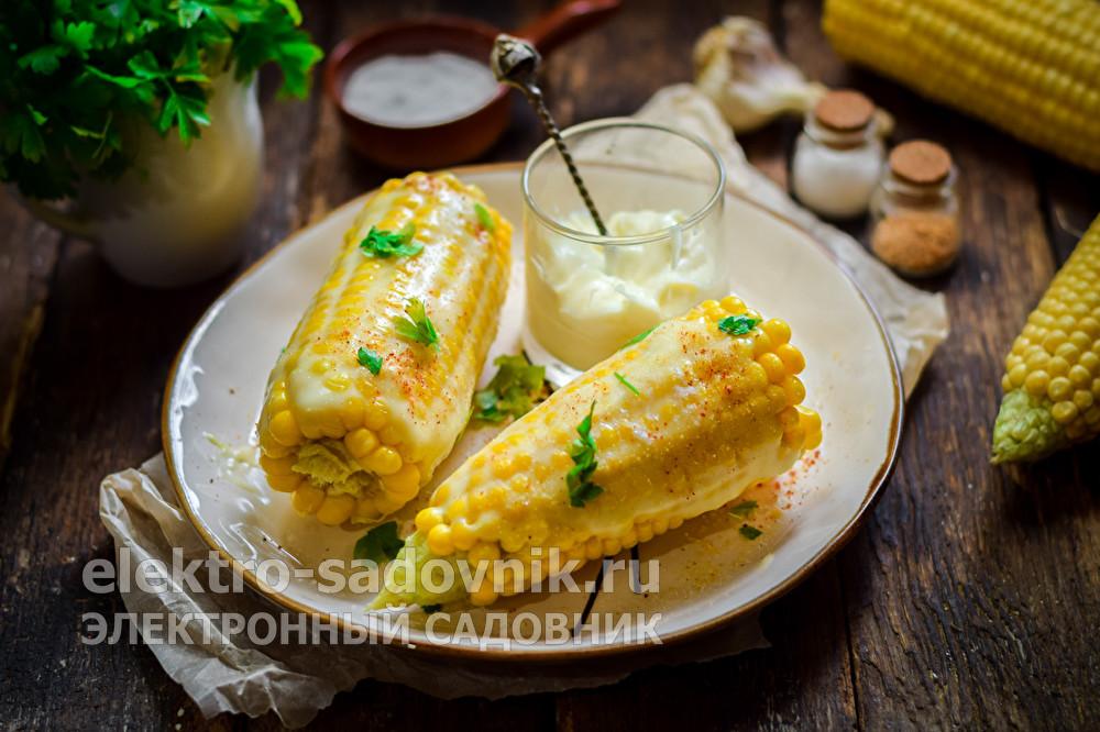 вареная кукуруза с плавленным сыром