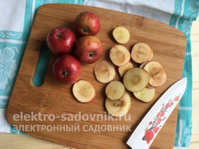 яблоки нарезать на кружочки