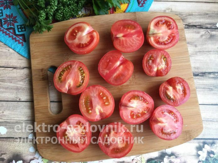 помидоры нарезать на половинки
