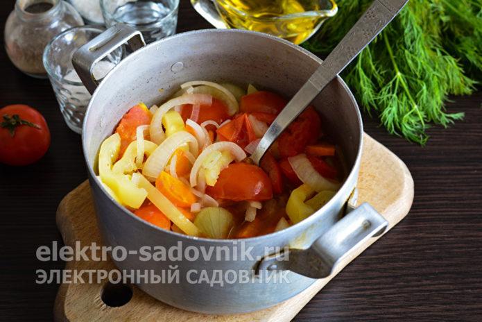 влить в салат уксус