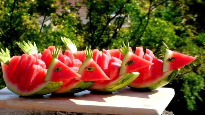 Три способа идеальной и быстрой нарезки арбуза