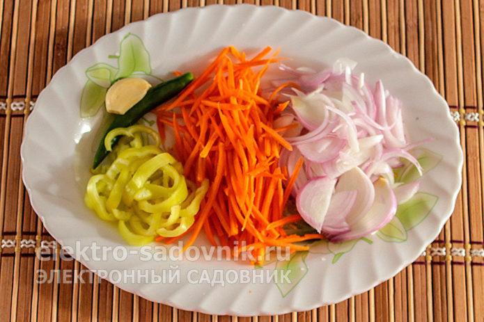 лук и морковь нашинковать