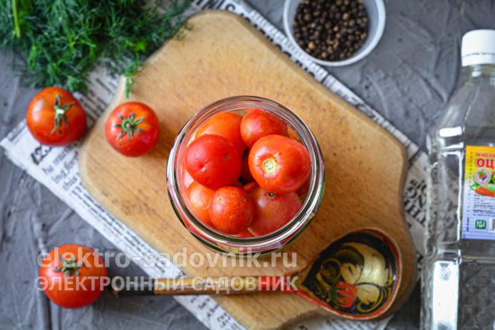 помидоры сложить в банки