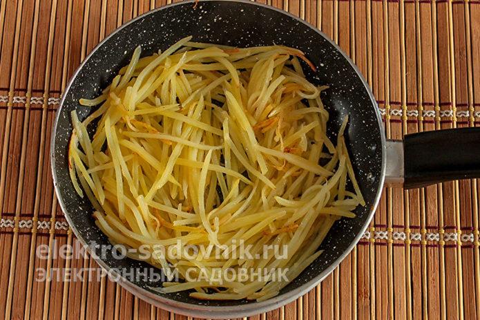 картофель обжарить до золотистого цвета
