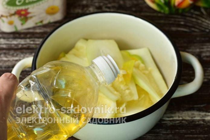 налить растительное масло