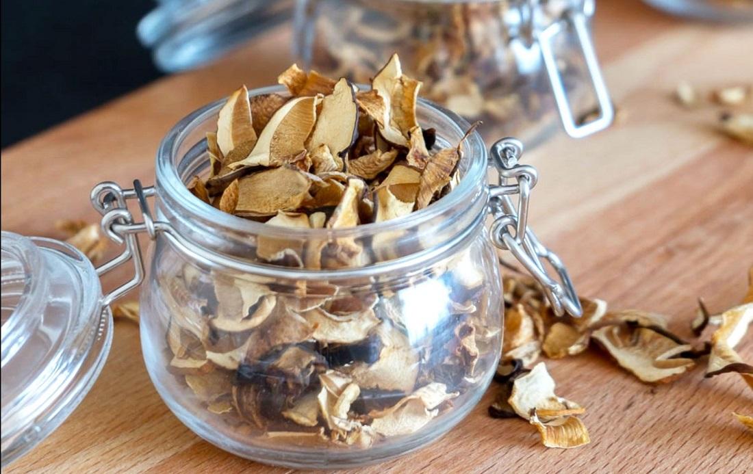 Как правильно хранить сушеные грибы в домашних условиях в квартире на зиму, чтобы не испортились и не завелась моль