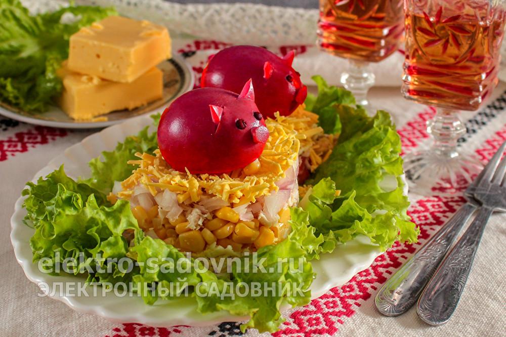 праздничный салат Два поросенка