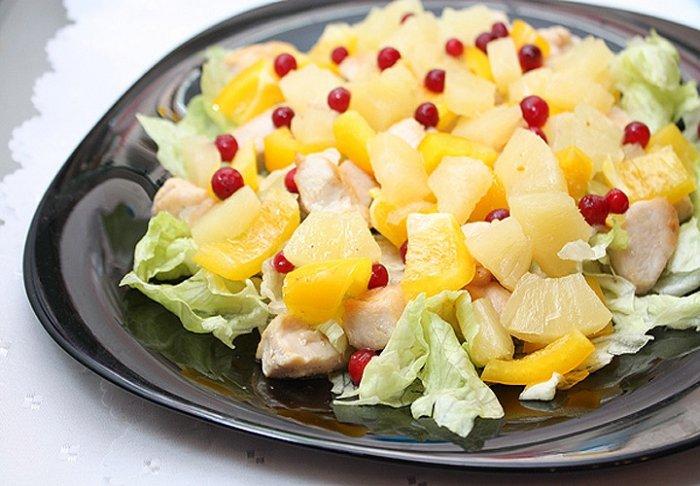 Салаты с ананасом консервированным: ТОП-13 рецептов с фото, простые и вкусные