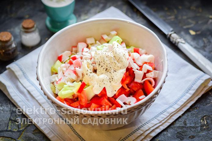 добавить в салат чеснок