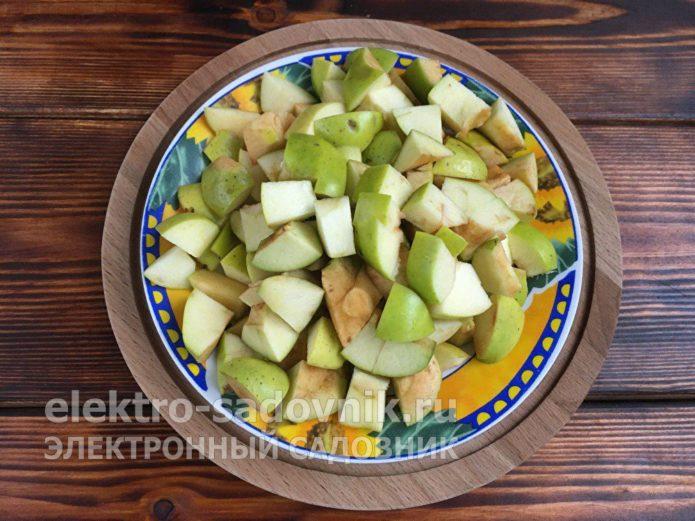 яблоки нарезать на кусочки