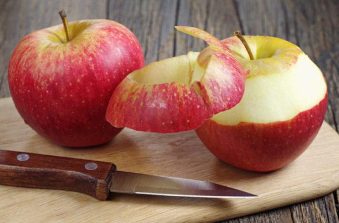 снять кожуру с яблок