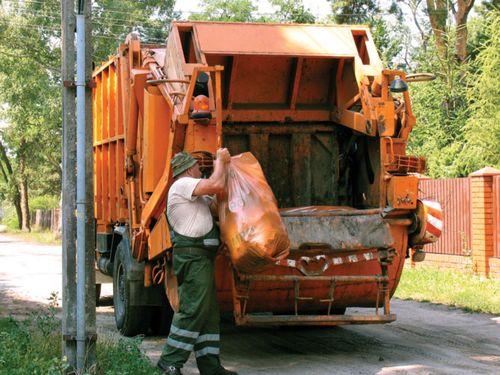 Как вывезти мусор из частного дома на свалку